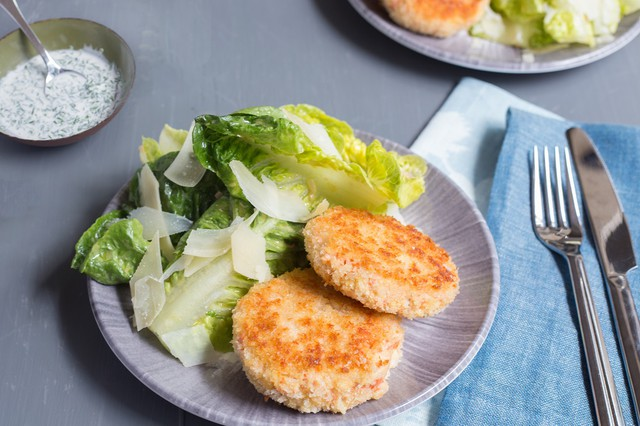 Salmon Croquette with Creamy Dill Sauce
